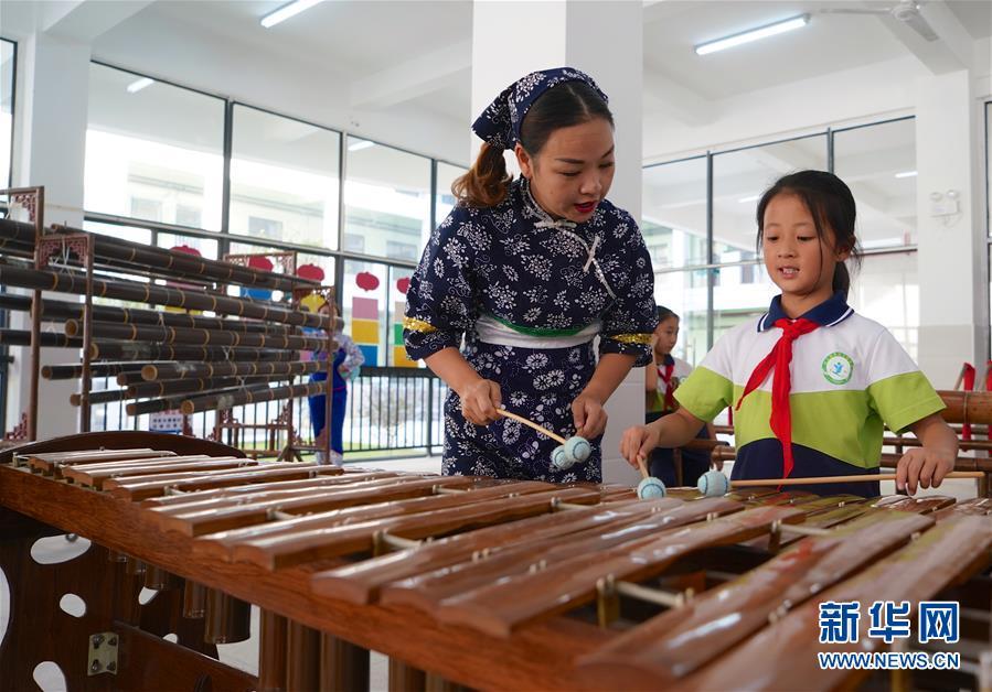 (文化)(1)江西崇义:欢乐竹乐进校园