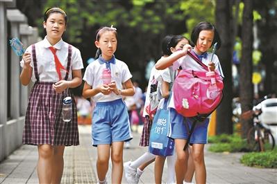 全市目前有523所学校提供校内午餐午休。 图/广州日报全媒体记者轩慧。