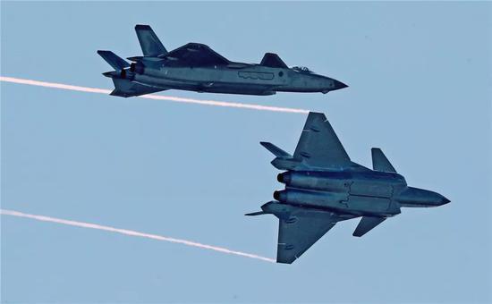 空军再招女飞行员:文理兼收  高考分数线达一本30分以上