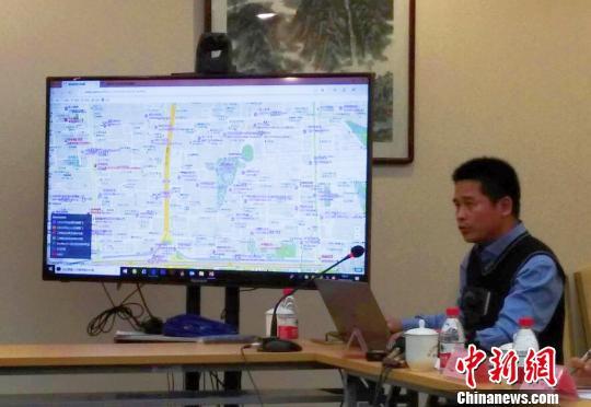 北京制定了校外培训机构分布电子地图。图为北京市教委相关负责人介绍电子地图情况。 杜燕 摄