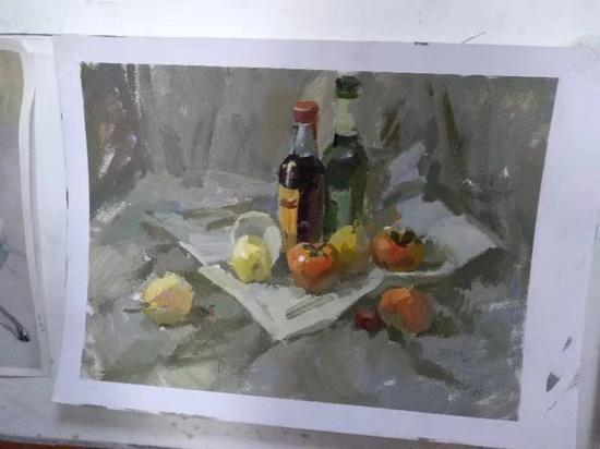 水粉作画。 受访者供图