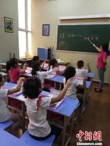 """中国家长的焦虑:""""幼小衔接""""与""""零基础""""上小学哪个好"""