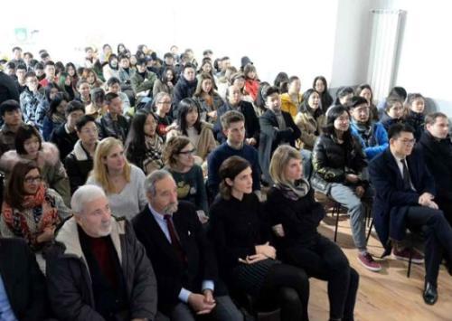 米兰举办留学生安全知识讲座 详细解说突发事件的自我保护技巧