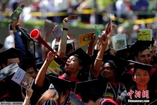 哈佛提前录取亚裔生比例提高 亚裔录取记录曾创新低