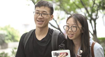 国内学生接受采访。记者 陈金刚/摄