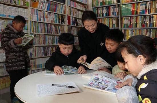 """【网聚正能量 追梦太康人】""""爱心妈妈""""李丹:举办公益读书会,10年为贫困学生捐款上百万"""